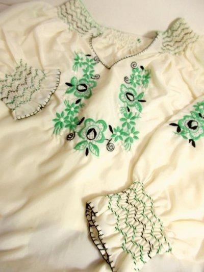 画像3: 刺繍が可愛すぎる 袖にもたっぷり贅沢刺繍 稀少なGreenカラー ヨーロッパ古着 ヴィンテージ長袖スモックブラウス【3224】