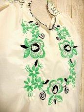 画像3: 刺繍が可愛すぎる 袖にもたっぷり贅沢刺繍 稀少なGreenカラー ヨーロッパ古着 ヴィンテージ長袖スモックブラウス【3224】 (3)