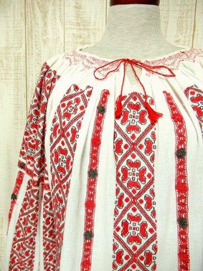 画像1: 贅沢なお花刺繍が素晴らしい 袖・後ろ身ごろにも刺繍 首元リボン結び ヨーロッパ古着 稀少な大人ガーリーヴィンテージ長袖スモックブラウス【3226】