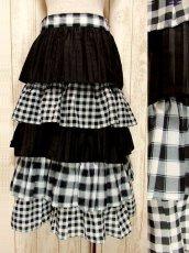 画像1: ☆ ヨーロッパ古着 モノクロ×チェック柄♪大人ガーリーな5段ティアードスカート ☆ (1)
