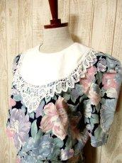 画像2: Guatemala製×大きなアンティークレース襟がCUTE×ネイビー地にレトロアンティークフラワー柄♪が広がる大人ガーリーヴィンテージドレス (2)