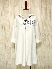 画像1: USA古着 レトロマリン×ガーリー♪大きな襟・マリンテイスト刺繍が可愛い!!胸元リボン結び。マリンルックスタイルワンピース ネイビー×オフホワイト (1)