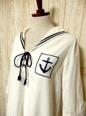 画像4: USA古着 レトロマリン×ガーリー♪大きな襟・マリンテイスト刺繍が可愛い!!胸元リボン結び。マリンルックスタイルワンピース ネイビー×オフホワイト (4)