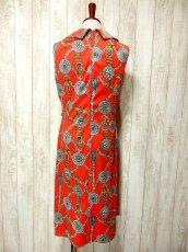 画像4: ヨーロッパ古着 スカーフ柄×レトロアンティークなタッセル柄♪1着でばっちり!!華やか&お洒落に決まる!!ハイセンスな70's大人ヴィンテージドレス (4)