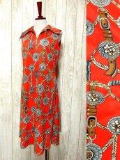 画像1: ヨーロッパ古着 スカーフ柄×レトロアンティークなタッセル柄♪1着でばっちり!!華やか&お洒落に決まる!!ハイセンスな70's大人ヴィンテージドレス (1)