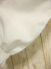 画像5: お花刺繍が素敵 袖にも贅沢刺繍 ヨーロッパ古着 ふんわり袖の大人可愛いヴィンテージスモックブラウス【3453】 (5)