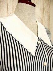 画像3: ☆ モノクロ×ストライプ柄プリント♪大きな襟デザイン!!さらりと着てお洒落!!大人モノクロヴィンテージブラウス ☆ (3)