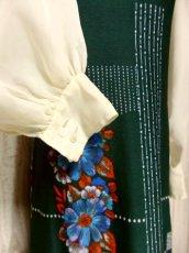 画像4: ヨーロッパ古着 ボリュームたっぷり♪ふんわりバルーン袖がキュート!!深いgreen地にドット・フラワー・レトロ柄☆フォークロア×大人可愛いヴィンテージドレス (4)