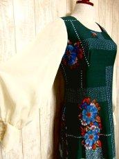 画像3: ヨーロッパ古着 ボリュームたっぷり♪ふんわりバルーン袖がキュート!!深いgreen地にドット・フラワー・レトロ柄☆フォークロア×大人可愛いヴィンテージドレス (3)