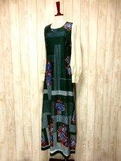 画像2: ヨーロッパ古着 ボリュームたっぷり♪ふんわりバルーン袖がキュート!!深いgreen地にドット・フラワー・レトロ柄☆フォークロア×大人可愛いヴィンテージドレス (2)
