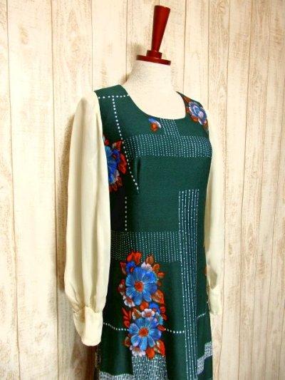 画像1: ヨーロッパ古着 ボリュームたっぷり♪ふんわりバルーン袖がキュート!!深いgreen地にドット・フラワー・レトロ柄☆フォークロア×大人可愛いヴィンテージドレス