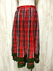 画像1: ☆ ヨーロッパ古着 チェック柄プリント♪グリーンカラーコットンレース装飾がかわいい ヴィンテージガーリースカート ☆ (1)