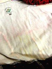 画像4: Blackカラー地にレッド×グリーンカラーの可愛らしいハートモチーフ小花柄が広がる ディアンドル チロルワンピース ドイツ民族衣装 舞台 演奏会 フォークダンス オクトーバーフェスト 【3827】 (4)