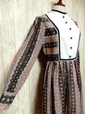 画像4: ヨーロッパ古着 イギリス製★大人可愛い×レトロクラシカル♪Pinkアンティークフラワー☆ベロアテープ・レース装飾♪ふんわりガーリーヨーロピアンヴィンテージドレス (4)