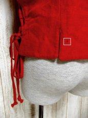 画像5: ☆ ヨーロッパ古着 サイド編み上げデザイン×リボン結び♪♪華やかなレッドカラー 大きめコンチョボタンもアクセント★ヨーロピアンチロルベスト ☆ (5)