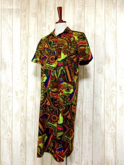 画像1: USA古着 レトロサイケなカラーリングと大胆ヴィンテージレトロパターンに釘付け〜!!さらりと着て個性的に変身♪レトロサイケな大人ヴィンテージドレス