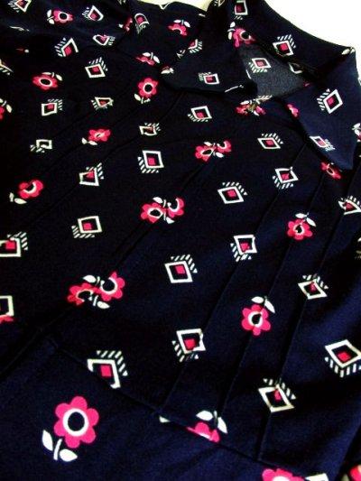 画像3: ヨーロッパ古着 60'sレトロポップ♪ネイビー地に広がるPinkレトロフラワー柄テキスタイルが最高ー!!綺麗なライン★ジッパー開きカラフルPOPフラワーヴィンテージワンピース