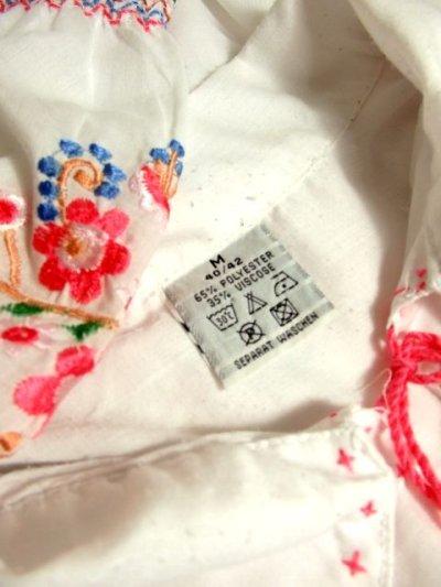 画像3: 贅沢なピンクお花刺繍が可愛すぎる 袖にも刺繍 首元リボン結び ヨーロッパ古着 乙女ヴィンテージ長袖スモックブラウス【4239】