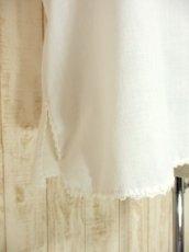 画像5: 透かし編みレース装飾がとびきりCUTE フラワー刺繍 ヨーロッパ古着 ヴィンテージホワイトトップス【4292】 (5)