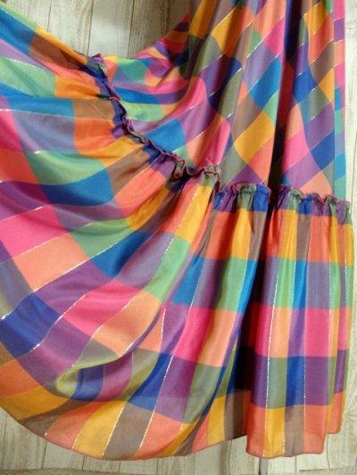 画像2: ヨーロッパ古着 チェック柄×フリルの組み合わせが可愛い♪ふんわり後ろ姿もGood〜★レトロガーリーなヨーロピアンヴィンテージドレス