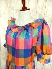 画像4: ヨーロッパ古着 チェック柄×フリルの組み合わせが可愛い♪ふんわり後ろ姿もGood〜★レトロガーリーなヨーロピアンヴィンテージドレス (4)