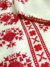 画像8: クロスステッチ刺繍が素晴らしい カラーリングもGood 首元リボン結び ヨーロッパ古着 大人フォークロアなヴィンテージ半袖スモックブラウス【4373】 (8)