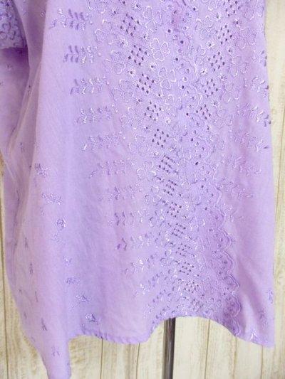 画像2: お花刺繍が素敵 袖にも贅沢刺繍 ふんわり大人可愛い ヨーロッパ古着 ヴィンテージ半袖刺繍TOPS パープル【4394】