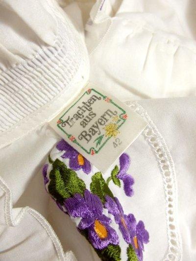 画像3: パープルお花刺繍 パイピング刺繍 ホワイト ディアンドル チロルブラウス ドイツ民族衣装 舞台 演奏会 フォークダンス オクトーバーフェスト 【4438】