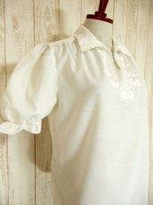 画像4: お花刺繍が素敵 ふんわりパフスリーブ 大人可愛い ヨーロッパ古着 半袖ヴィンテージスモックブラウス【4479】 (4)