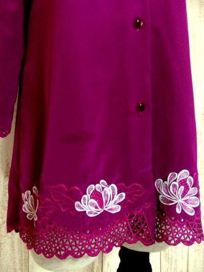 画像2: お花透かし編み刺繍レース 稀少パープルカラー ボリュームある袖も可愛い ヨーロッパ古着 ヴィンテージ刺繍ブラウス【4497】