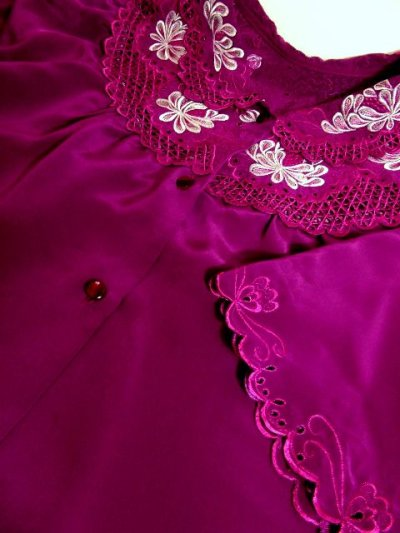 画像3: お花透かし編み刺繍レース 稀少パープルカラー ボリュームある袖も可愛い ヨーロッパ古着 ヴィンテージ刺繍ブラウス【4497】