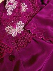 画像8: お花透かし編み刺繍レース 稀少パープルカラー ボリュームある袖も可愛い ヨーロッパ古着 ヴィンテージ刺繍ブラウス【4497】 (8)
