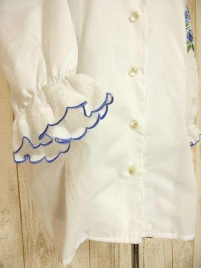 画像2: ブルーお花刺繍 パイピング刺繍 ホワイト ディアンドル チロルブラウス ドイツ民族衣装 舞台 演奏会 フォークダンス オクトーバーフェスト 【4548】