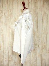 画像7: フリル 贅沢レース使い 袖サイドのレース装飾 ヨーロッパ古着 ヴィンテージホワイトブラウス【4578】 (7)