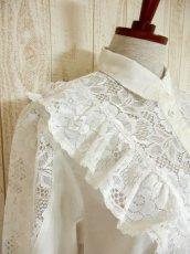 画像6: フリル 贅沢レース使い 袖サイドのレース装飾 ヨーロッパ古着 ヴィンテージホワイトブラウス【4578】 (6)