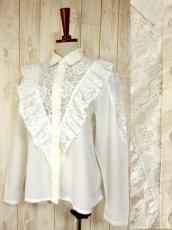 画像1: フリル 贅沢レース使い 袖サイドのレース装飾 ヨーロッパ古着 ヴィンテージホワイトブラウス【4578】 (1)