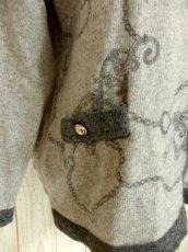 画像7: ☆ ヨーロッパ古着 素晴らしいチェーン×スカーフ柄〜♪上品で大人っぽいクラシカルなヴィンテージニットカーディガン ☆ (7)