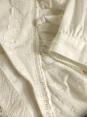 画像9: フリル お花刺繍レースが素晴らしい ホワイト ディアンドル チロルブラウス ドイツ民族衣装 舞台 演奏会 フォークダンス オクトーバーフェスト【4702】 (9)