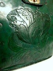 画像6: ☆ 大きめサイズが嬉しい!!花彫り模様♪レザー型押しバック  Green ☆ (6)