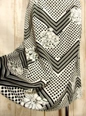 画像4: ☆  モノクロガーリーDot×ジグザグ柄×フラワー柄が可愛い♪ 70's ヴィンテージスカート ブラック×ホワイト ☆ (4)