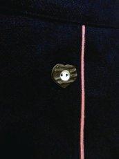 画像8: アンティークフラワー×ぷっくり刺繍入り ハート型ウッド調ボタンがアクセント ネイビー×ピンク チロルスカート ドイツ民族衣装 舞台 演劇 演奏会 フォークダンス オクトーバーフェスト 【4835】 (8)