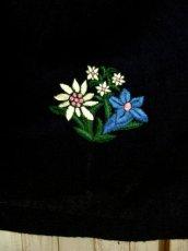 画像6: アンティークフラワー×ぷっくり刺繍入り ハート型ウッド調ボタンがアクセント ネイビー×ピンク チロルスカート ドイツ民族衣装 舞台 演劇 演奏会 フォークダンス オクトーバーフェスト 【4835】 (6)