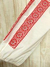 画像7: クロスステッチ刺繍が素晴らしい カラーリングもGood 首元リボン結び ヨーロッパ古着 大人フォークロアなヴィンテージスモックブラウス【4882】 (7)
