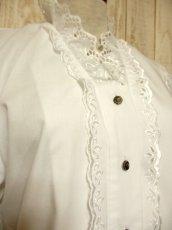 画像3: ふんわり袖ラインが可愛い 袖カットワークレース装飾 ホワイト ディアンドル チロルブラウス ドイツ民族衣装 舞台 演奏会 フォークダンス オクトーバーフェスト【4922】 (3)