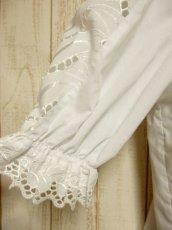 画像7: ふんわり袖ラインが可愛い 袖カットワークレース装飾 ホワイト ディアンドル チロルブラウス ドイツ民族衣装 舞台 演奏会 フォークダンス オクトーバーフェスト【4922】 (7)