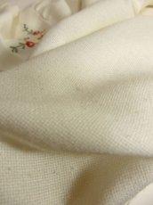 画像10: ぷっくりお花刺繍が可愛い スタンドカラーで襟元すっきり ヨーロッパ古着 大人ガーリーなヴィンテージ長袖刺繍ブラウス【4983】 (10)