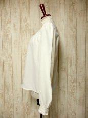 画像7: ぷっくりお花刺繍が可愛い スタンドカラーで襟元すっきり ヨーロッパ古着 大人ガーリーなヴィンテージ長袖刺繍ブラウス【4983】 (7)