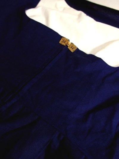 画像3: 深みのあるネイビーカラー×レッドカラーのお花刺繍が素晴らしい 魅力的なフォークロ刺繍入り ディアンドル チロルワンピース ドイツ民族衣装 舞台 演奏会 フォークダンス オクトーバーフェスト 【4985】