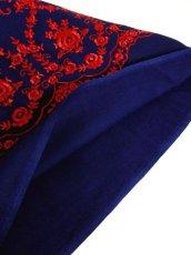 画像11: 深みのあるネイビーカラー×レッドカラーのお花刺繍が素晴らしい 魅力的なフォークロ刺繍入り ディアンドル チロルワンピース ドイツ民族衣装 舞台 演奏会 フォークダンス オクトーバーフェスト 【4985】 (11)