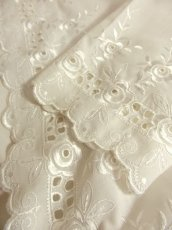 画像11: 見事なお花刺繍が素晴らしい ウエストリボン装飾 ヨーロッパ古着 ヴィンテージホワイトブラウス【5008】 (11)